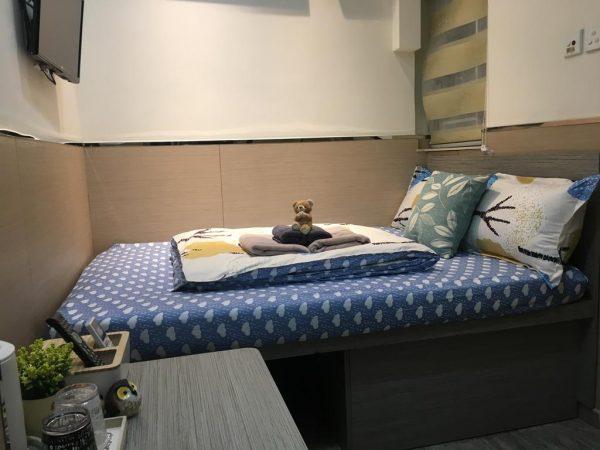 Кровать в номере хостела в Гонконге