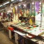 Прилавки нефритового рынка Гонконга