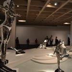 Экспонаты в зале современного искусства Музея искусств Гонконга