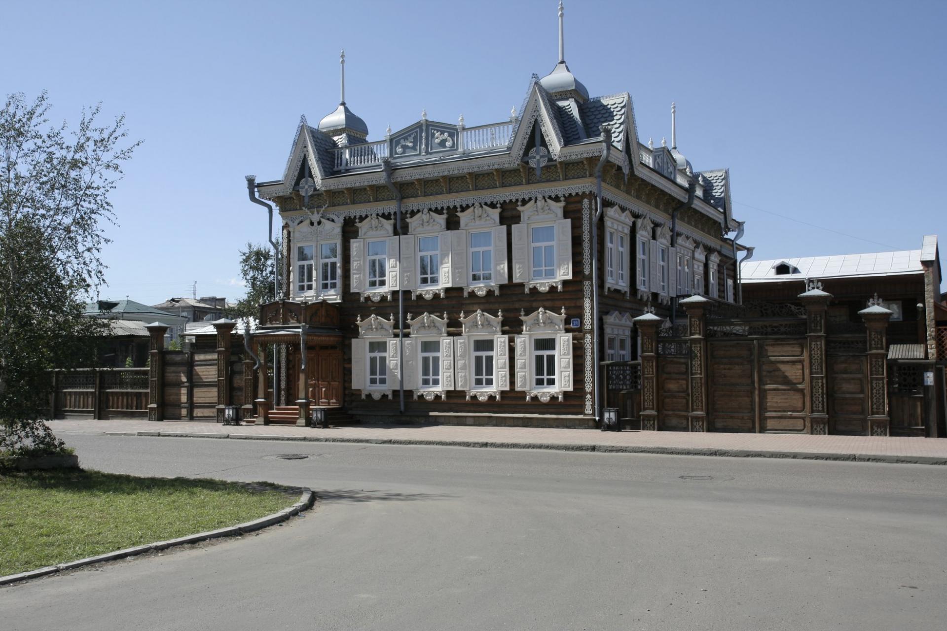 мне фото различных зданий в иркутске десяти лет оно