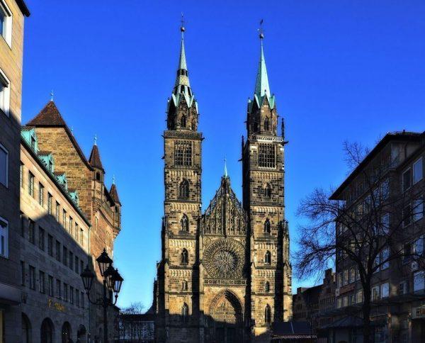 Готическая церковь Святого Лоренца в Нюрнберге