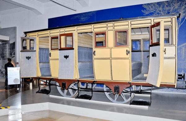 Старинный вагон в Нюрнбергском музее транспорта