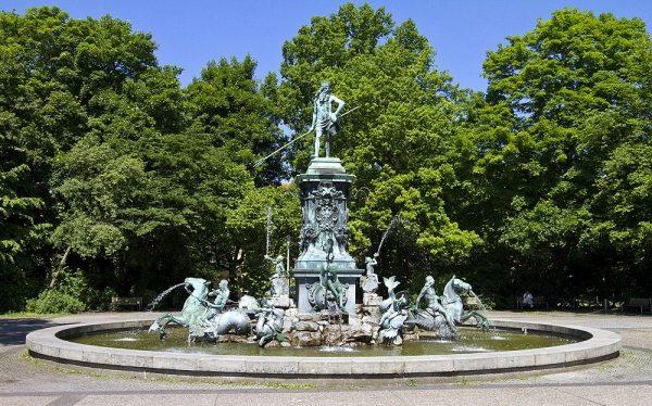 Фонтан «Нептун» в Городском парке Нюрнберга