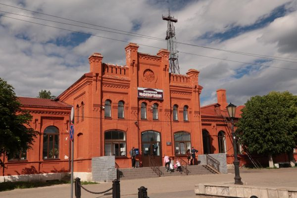 Здание железнодорожного вокзала Вышнего Волочка