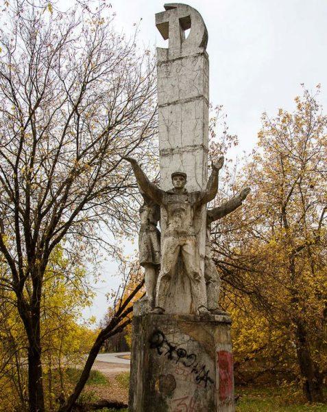 Памятник комсомольцам в Вышнем Волочке