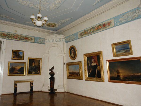 В зале Калужского музея изобразительных искусств