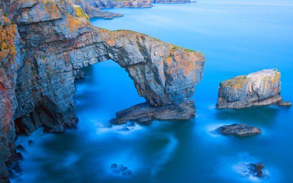 Гроты и скалы на Пембрукширском побережье