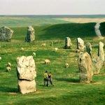 Древние камни на лугах парка Брекон Биконс
