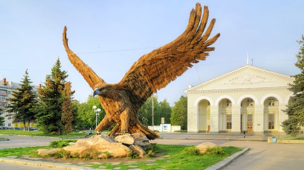 Скульптура «Орёл» в городе Орле