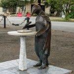 Скульптура Пингвин-философ, Сухум