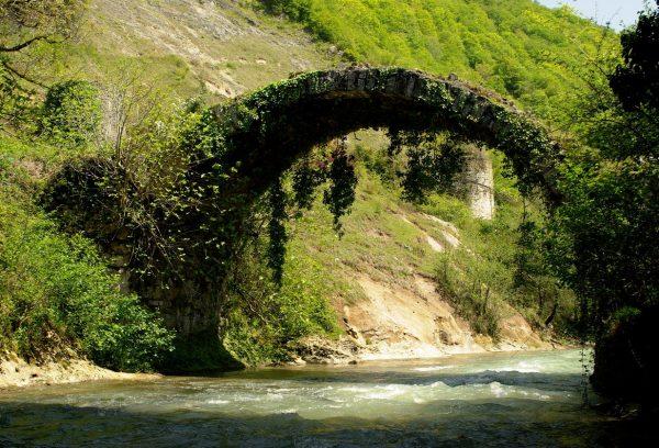 Беслетский мост в Абхазии