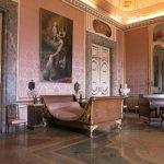 Дворец в Казерте: один из залов