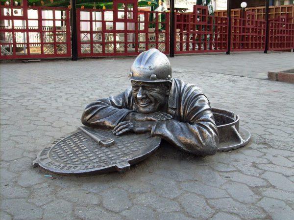 Памятник Слесарь Степаныч, Омск