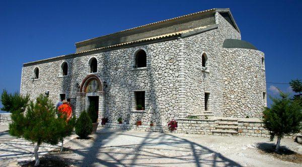 Монастырская церковь на острове Понтикониси