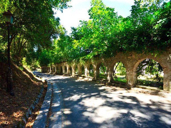 Античный акведук возле виллы «Мон Репо»