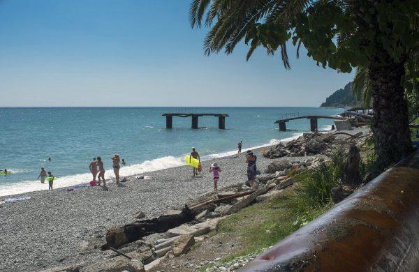 Один из пляжей в Сухуми
