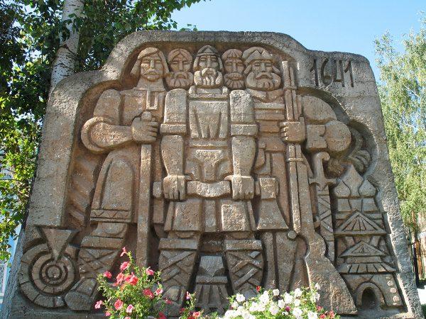 Памятник строителям саранской крепости