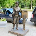 Памятник почтальону, Тюмень