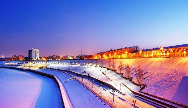 Тюмень, вид на заснеженный город вечером