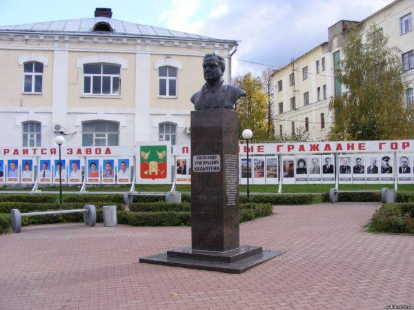 Памятник Кольчугину, город Кольчугино
