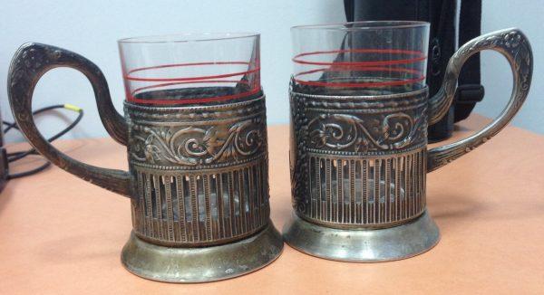 Два стакана в подстаканниках
