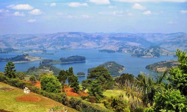 Озёра и холмы в Уганде
