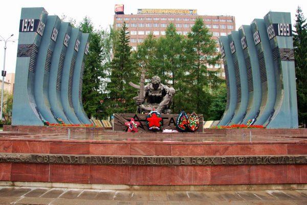 Памятник Чёрный тюльпан в Екатеринбурге