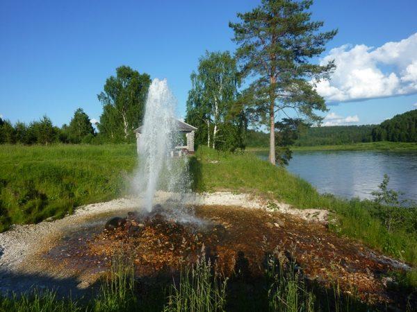 Природный фонтан на Сухоне
