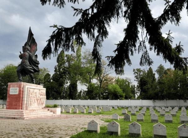 Памятник советским воинам в Бухаресте