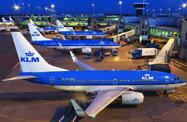 Самолёты в аэропорту Амстердама