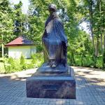 Памятник преподобному Савве в Саввино-Сторожевском монастыре Звенигорода
