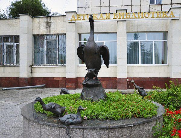 Памятник Белому гусю, Курск