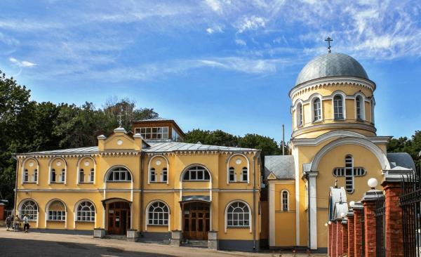 Корпус воскресной школы и Благовещенский храм-крестильня