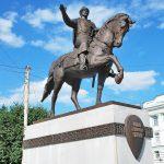 Конный памятник Михаилу Тверскому