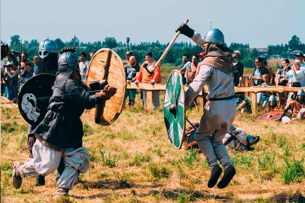 Действие во время исторического фестиваля «Былинный берег»
