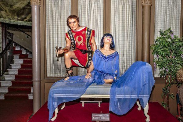 Восковые фигуры Марка Антония и Клеопатры