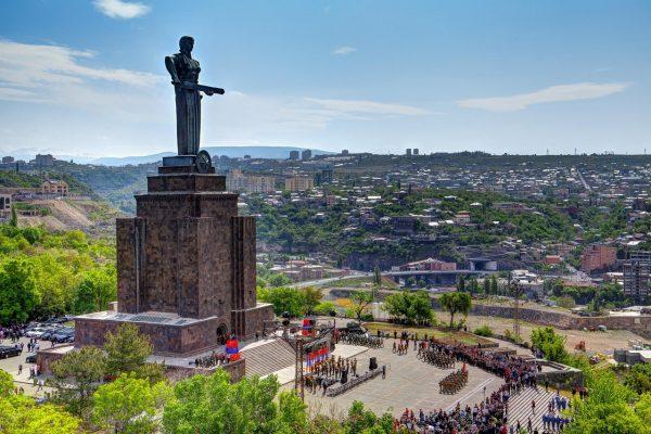 Скульптура «Мать Армения» в Ереване