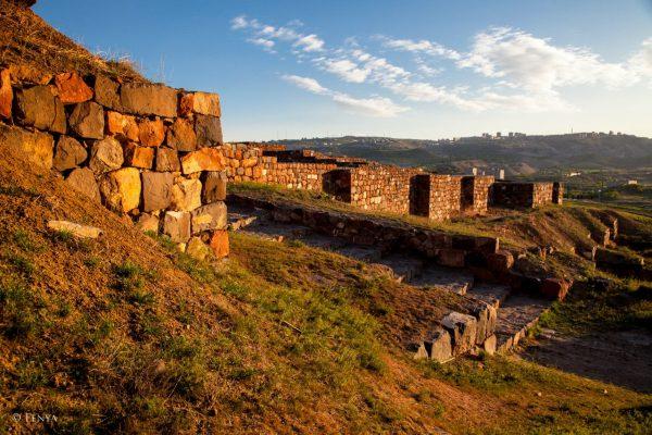 Руины древнего города Эребуни в Ереване