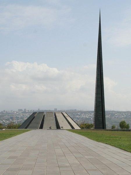Мемориальный комплекс «Цицернакаберд» в Ереване