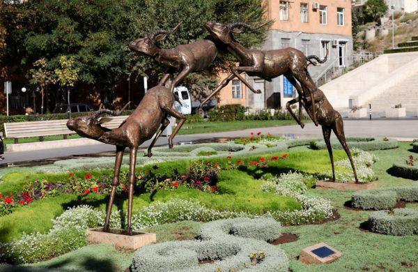 Скульптуры рядом с Центром искусств Гафесчяна в Ереване