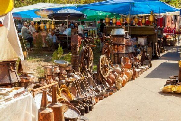 Блошиный рынок «Вернисаж» в Ереване