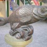Скульптура «Вобла-кормилица» в Астрахани