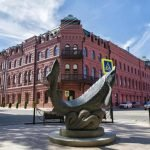 Памятник белуге в Астрахани