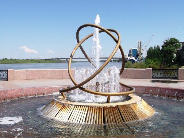 Фонтан Свадебный вальс на набережной Астрахани