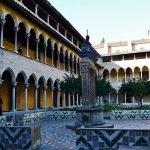 Двор монастыря Педральбес
