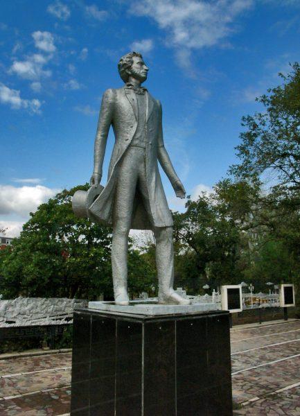 Памятник Пушкину в Элисте