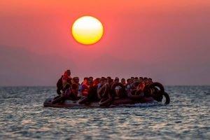 Нелегальные мигранты в лодке