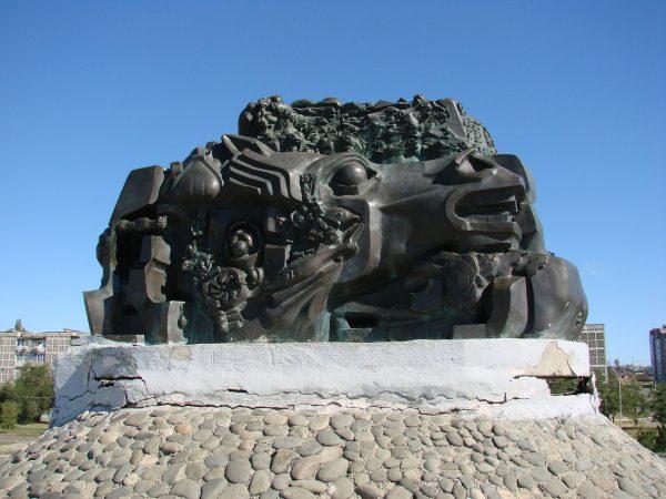 Мемориальный комплекс «Исход и возвращение» в Элисте
