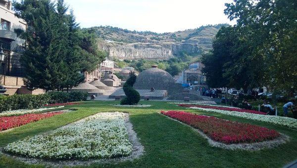 Сквер имени Гейдара Алиева в Тбилиси