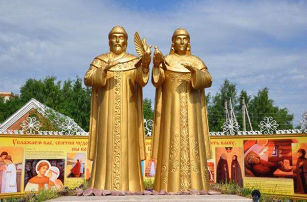 Памятник Петру и Февронии в Сыктывкаре
